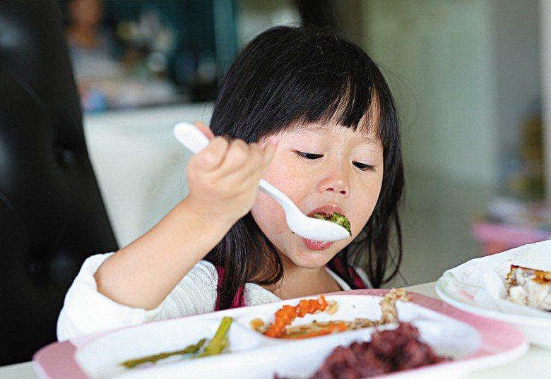 在這些體驗課程中,常見孩子把親手烹調、 親手栽種的蔬果吃得盤底朝天,即便是被認為...