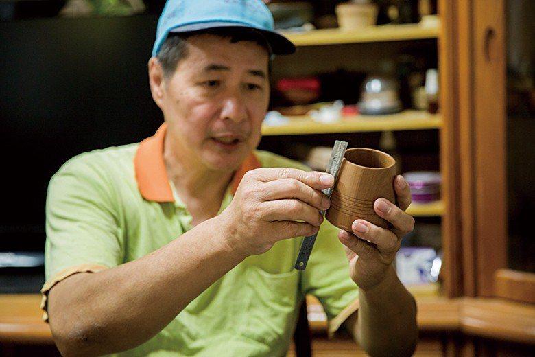 想要適時地強調木工藝技術,側邊杯身是否成直線、杯底折角是否夠銳利,都是關鍵。圖為...