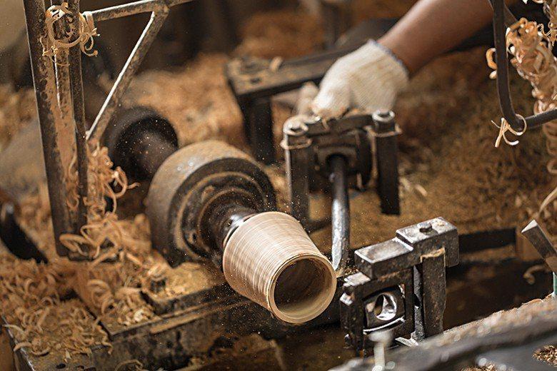 跳台是從以「旋轉」和「削鑿」為原理的「車床」改良而來。