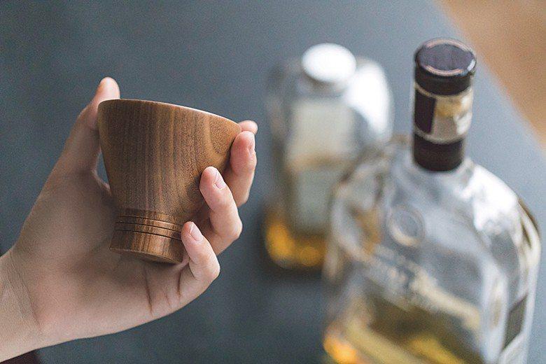 從生活中實用的杯款開始,行人團隊也希望能讓跳台工藝帶回生活。
