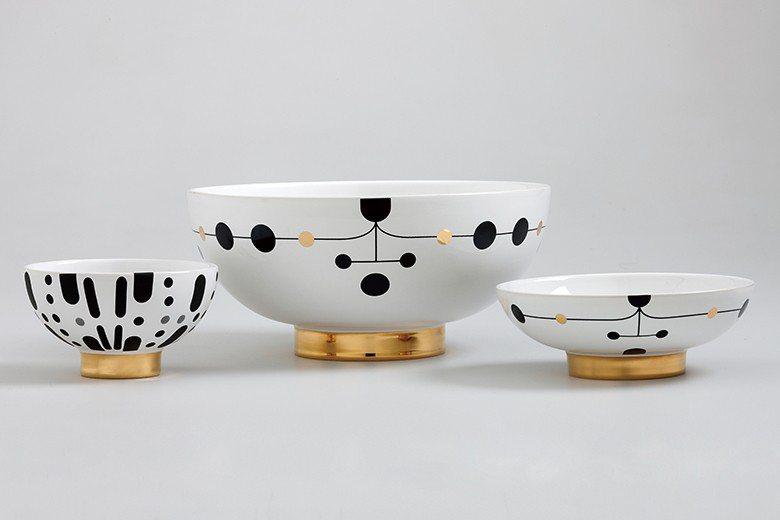 Jaime為瓷器品牌Bosa打造的餐桌系列,黑色與金色的圖紋在白瓷上兼具優雅與趣...
