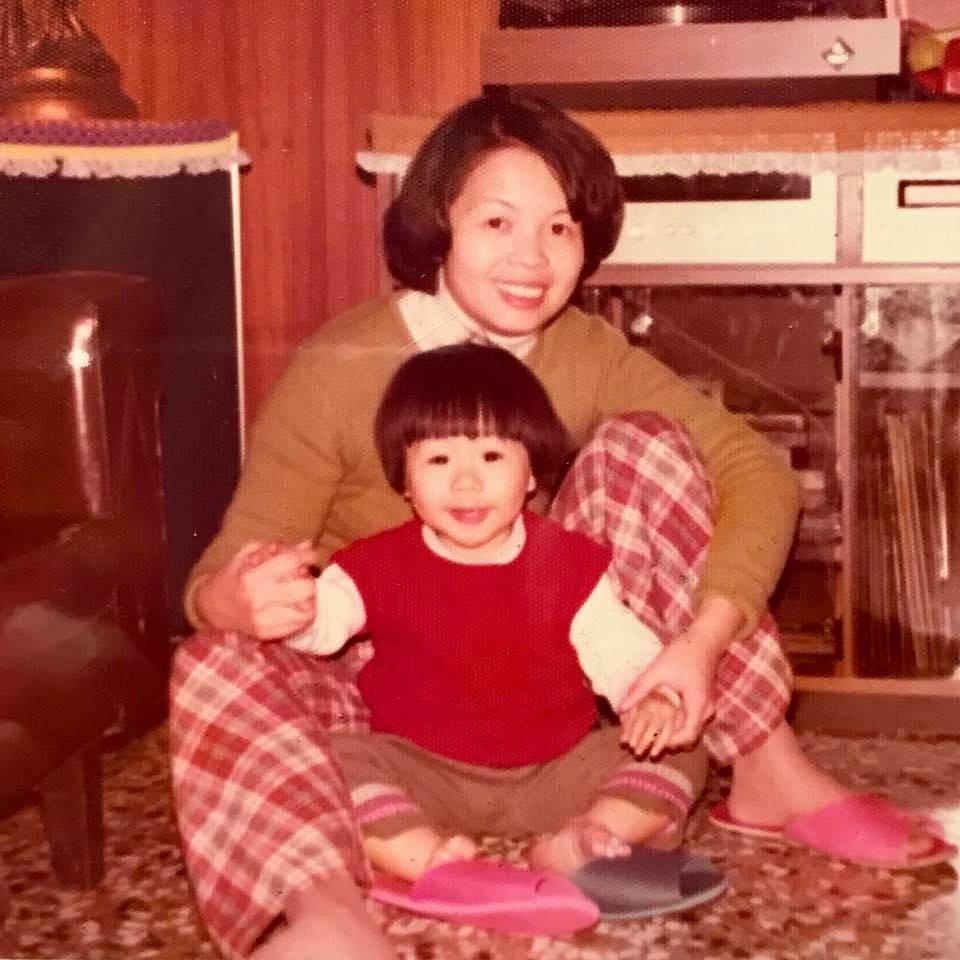 五月天阿信po出和媽媽的照片。圖/摘自臉書
