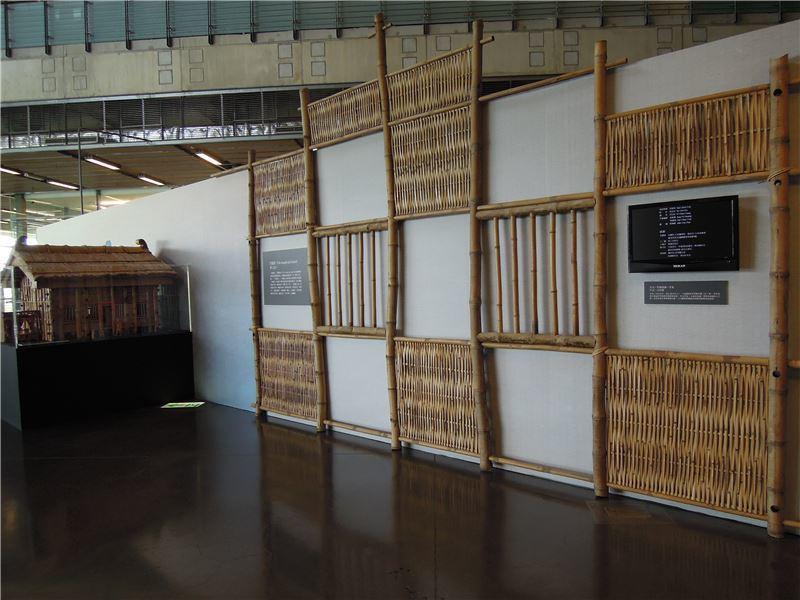 竹籠厝老師傅李養協助製作的模型,以及實際大小的竹籠厝屋牆,讓大家一起來感受竹籠厝...