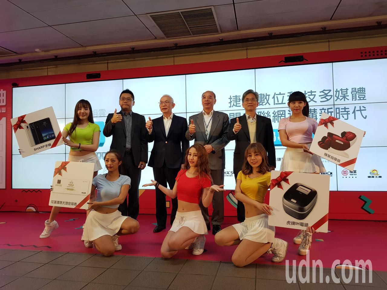 台北捷運公司為了讓捷運業外收益極大化,與廣告商合作,規畫於44站共57處裝設「多...