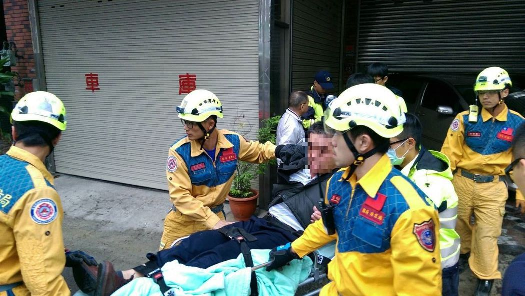 台中市大里區今天早上發生駕駛疑似癲癇發作,倒車高速撞進民宅一樓意外。圖/翻攝畫面