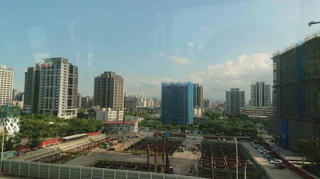 代表北台灣新建案市況的住展風向球,2017年11月總分為33.5分,為今年單月第...