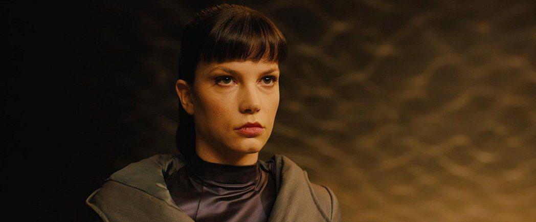 希薇亞荷克絲要在「龍紋身的女孩」續集中再度使壞。圖/摘自imdb