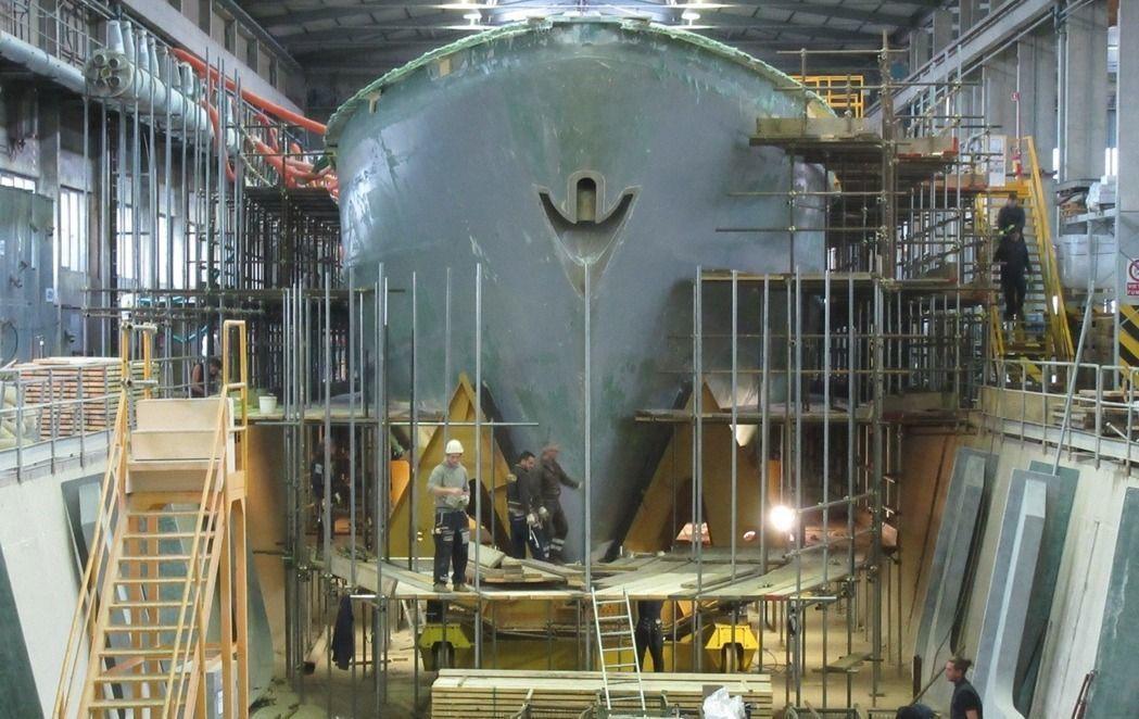 在義大利Intermarine造船廠興建的第一艘獵雷艦。圖/慶富提供