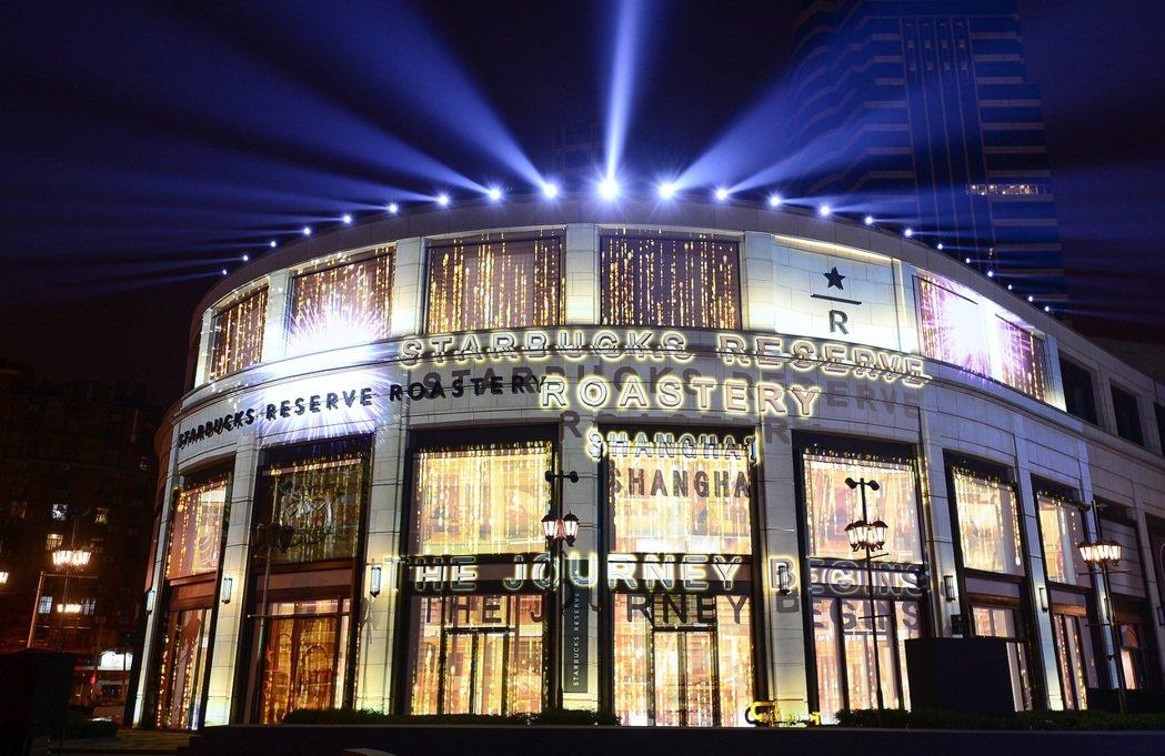 星巴克臻選®上海烘焙工坊開幕慶燈光秀。圖/星巴克提供