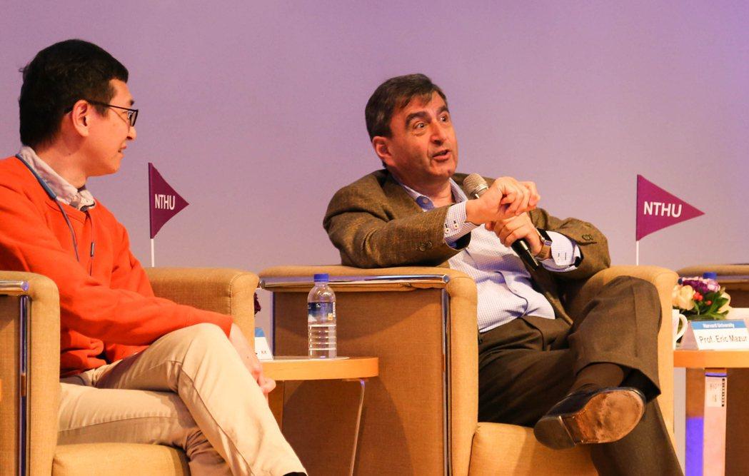 哈佛講座教授馬佐(Eric Mazur)到清華大學,對校內近4百位師生演講,他說...