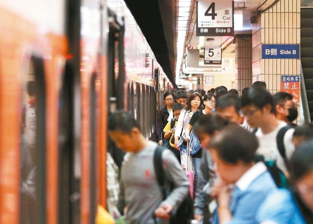 台鐵暫緩實施10分鐘內不出站要加收15元的規定。聯合報系資料照