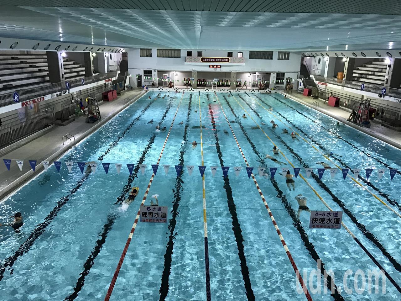 今年2月,池姓男子到基隆市立游泳池游泳,不幸溺水,家屬怒告場長和救生員業務過失致...