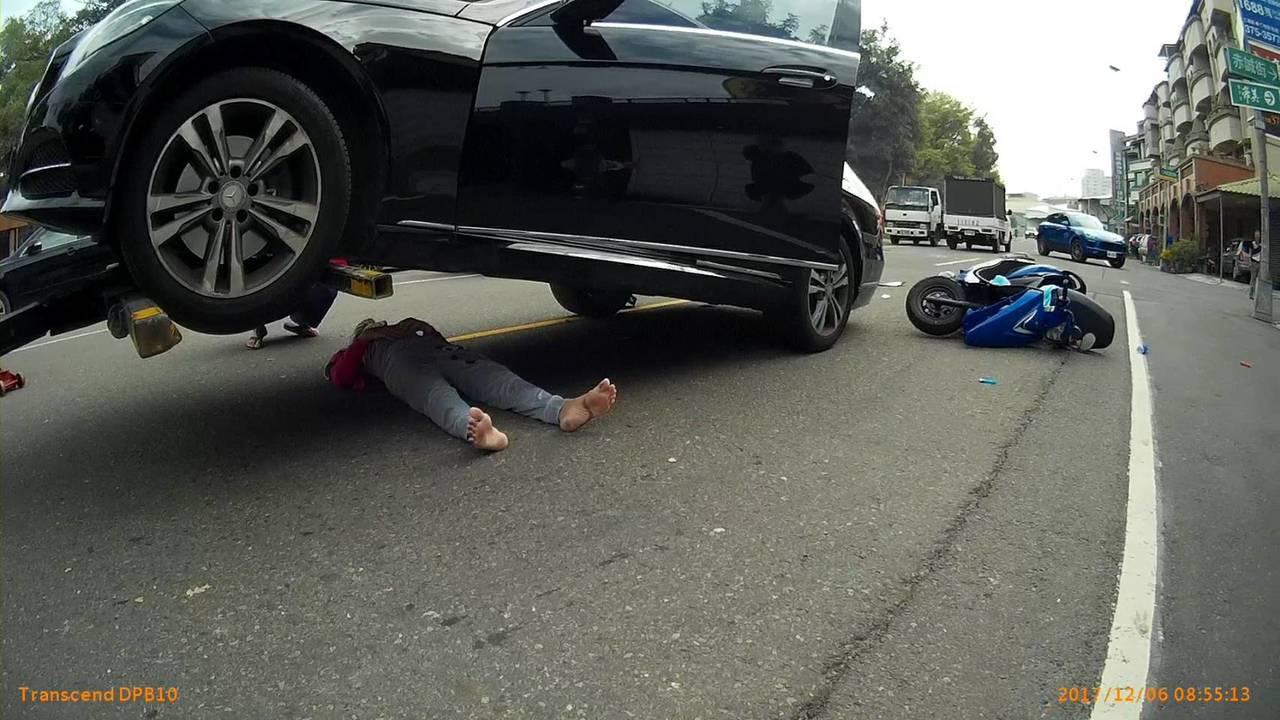 影/拖吊車吊車連車主都高興 因為救了車下婦人