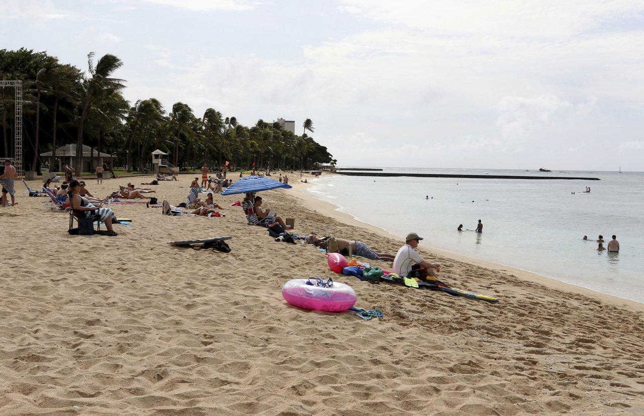 夏威夷的威基基海灘是度假熱門景點。美聯社