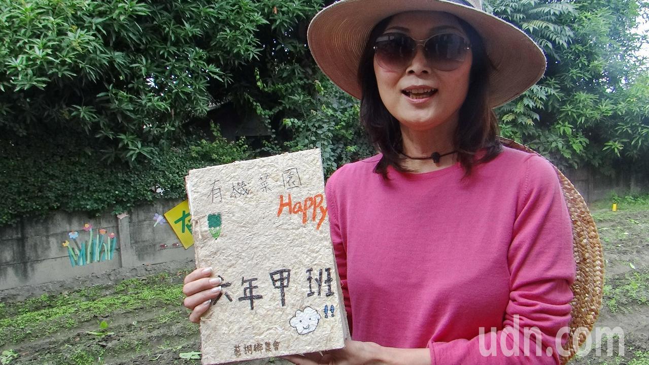 莿桐鄉農會總幹事張鈺萱推動蒜頭書製作,讓食農教育往下札根。記者蔡維斌/攝影