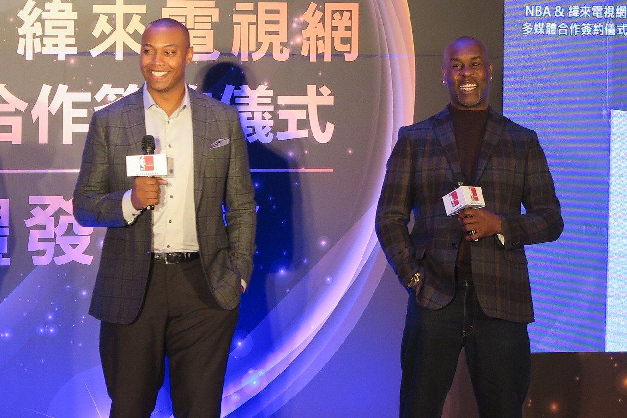巴特勒(左)與裴頓出席NBA與緯來電視網多媒體合作簽約儀式。記者毛琬婷/攝影