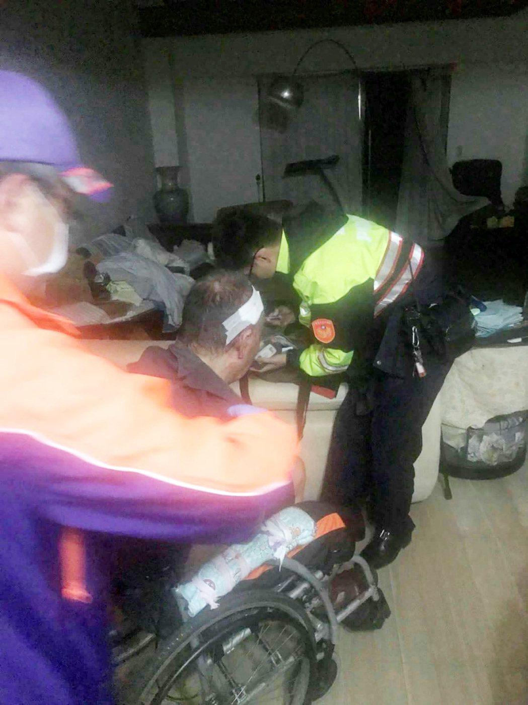 桃園市63歲李姓獨居男子失足摔倒,頭部撞到桌角破裂流血滿地,幸好呼叫「救命、救命...