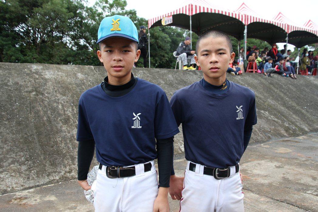 雲林縣代表隊雙胞胎兄弟檔,哥哥胡振義(右)、弟弟胡振利(左)。記者葉姵妤/攝影