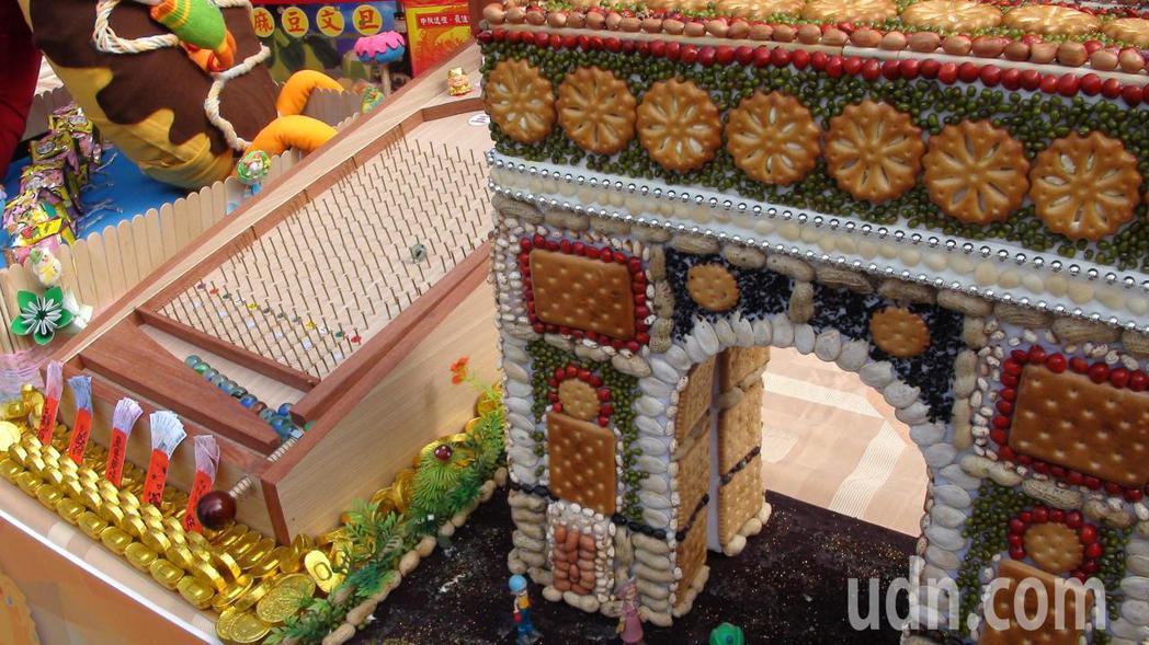會場將有今年參賽的26座糖果屋展出。記者謝恩得/攝影