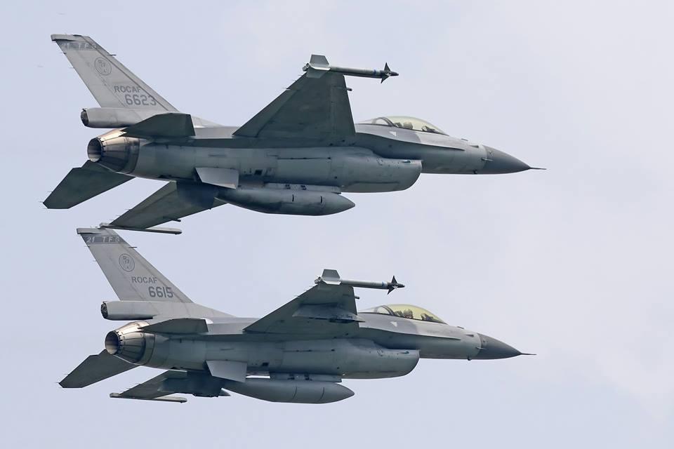 空軍證實,上午中共解放軍轟6等機型戰機,接近我鵝鑾鼻南方防空識別區,空軍嘉義基地...