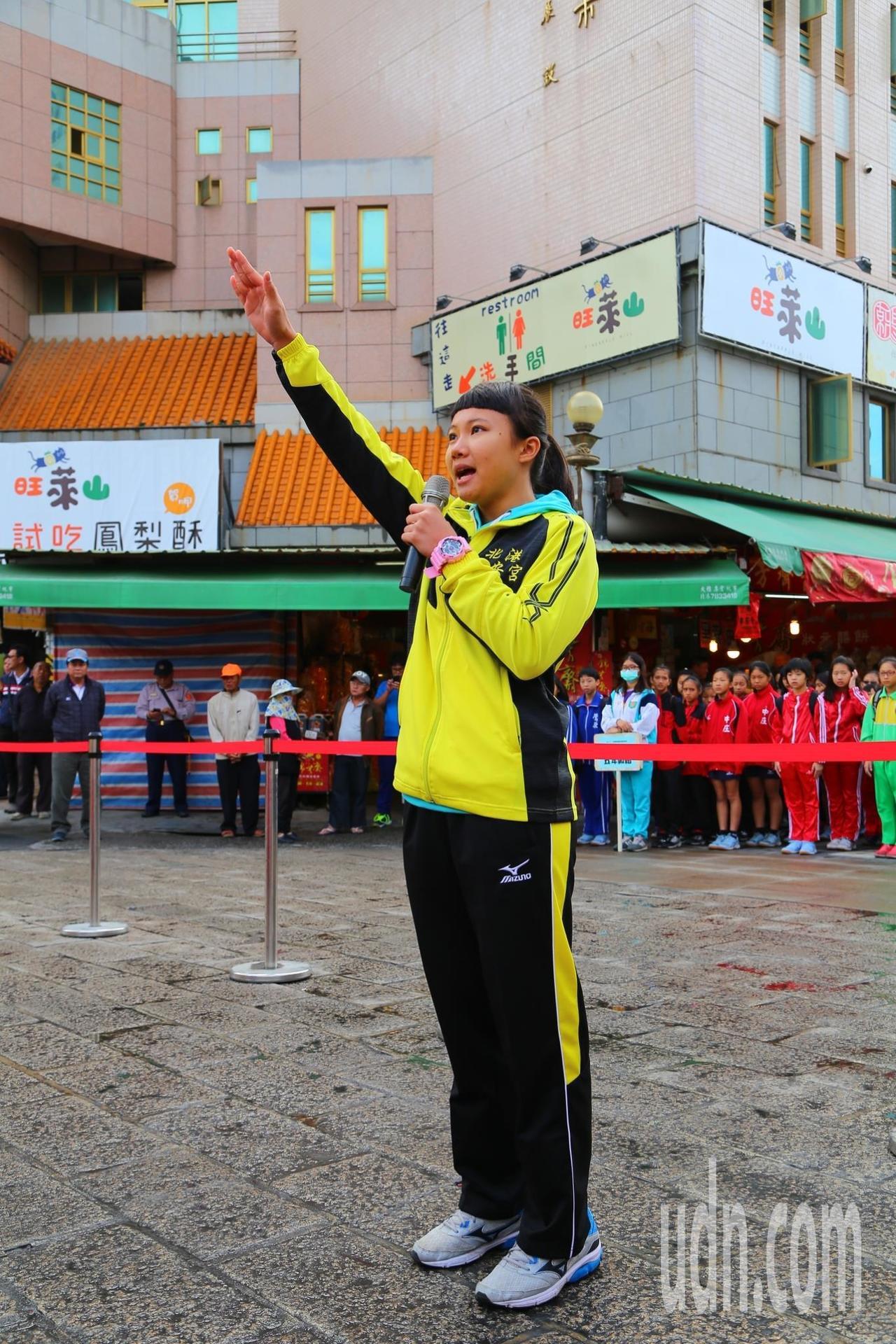 球員隊表向媽祖宣誓。記者蔡維斌/攝影
