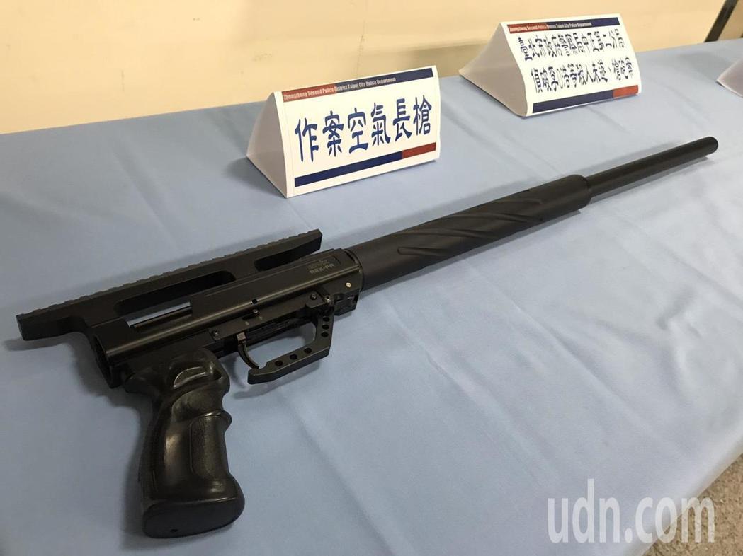 李嫌犯案用的空氣長槍。記者蕭雅娟/攝影