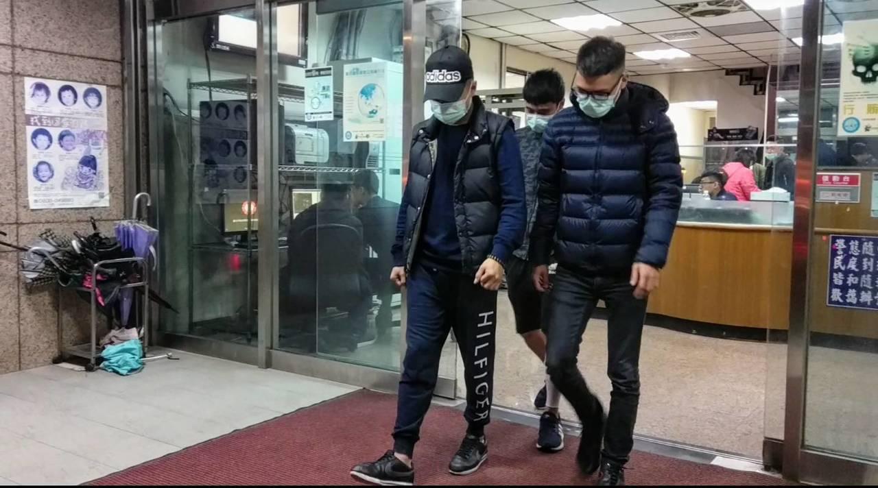 台北市信義區夜店「Elektro」發生酒客衝突,2男1女遭利器刺傷,警方通知3名...