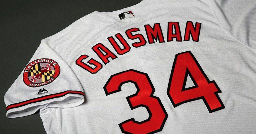 金鶯投手高斯曼決定明年改穿34號球衣,紀念驟逝的兒時偶像哈勒戴。 截圖自高斯曼推...