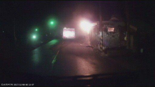 消防隊趕到時貨櫃屋已一片火海。 圖/擷自雲林消防隊