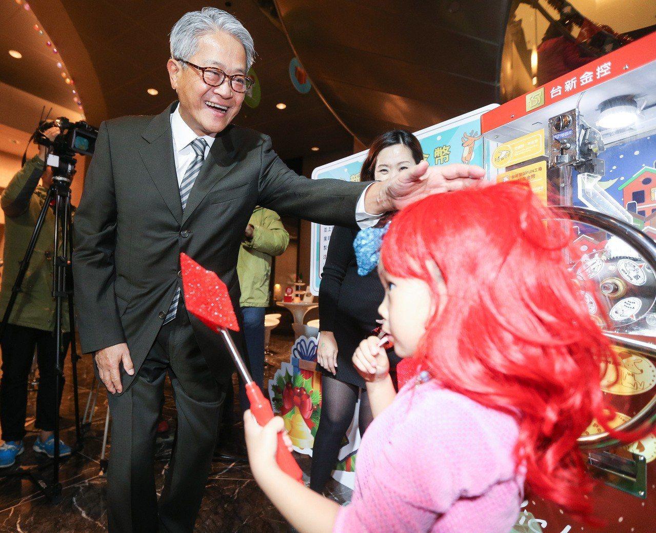 台新金控董事長吳東亮出席聖誕節點燈活動。記者黃威彬/攝影