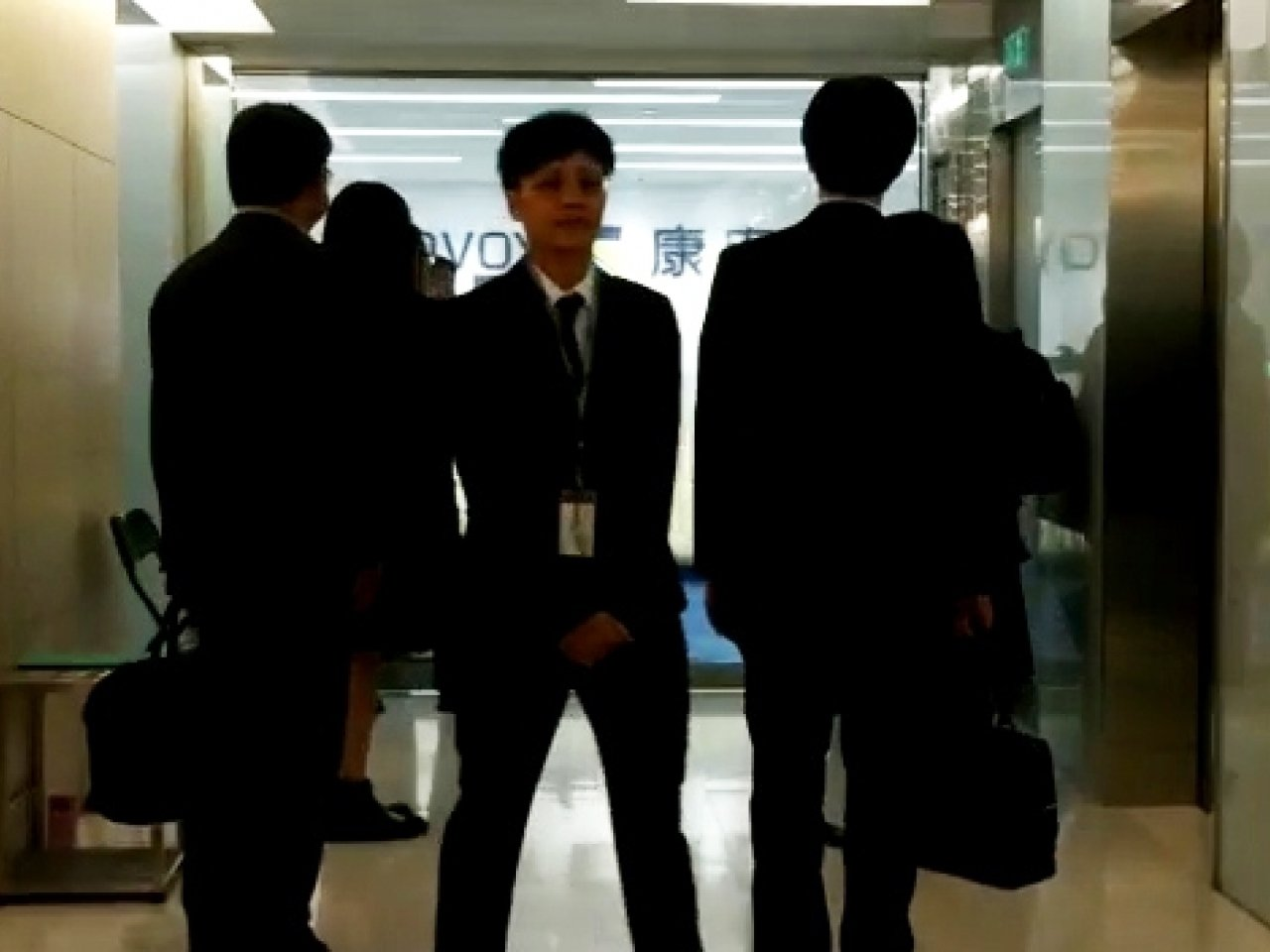 廉署與證監會聯合行動,拘捕3名上市公司涉貪高層。 鍾祖豪