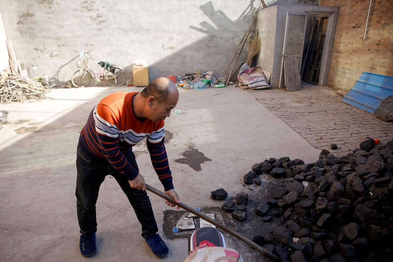 中國北方因推行「煤改氣(電)」工程,造成民眾生活不便甚至挨凍受苦招致批評後,環保...