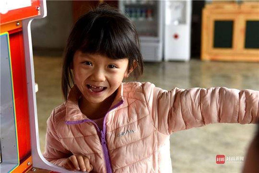 最小背包客6天徒步羅布泊,虎爸:入學前帶娃走完四條進藏國道。 圖擷自鳳凰網