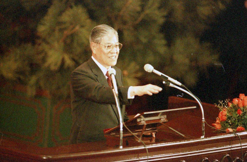 國民大會第八次會議正式開幕,於陽明山中山樓舉行,前總統李登輝於會中致詞。 報系資...