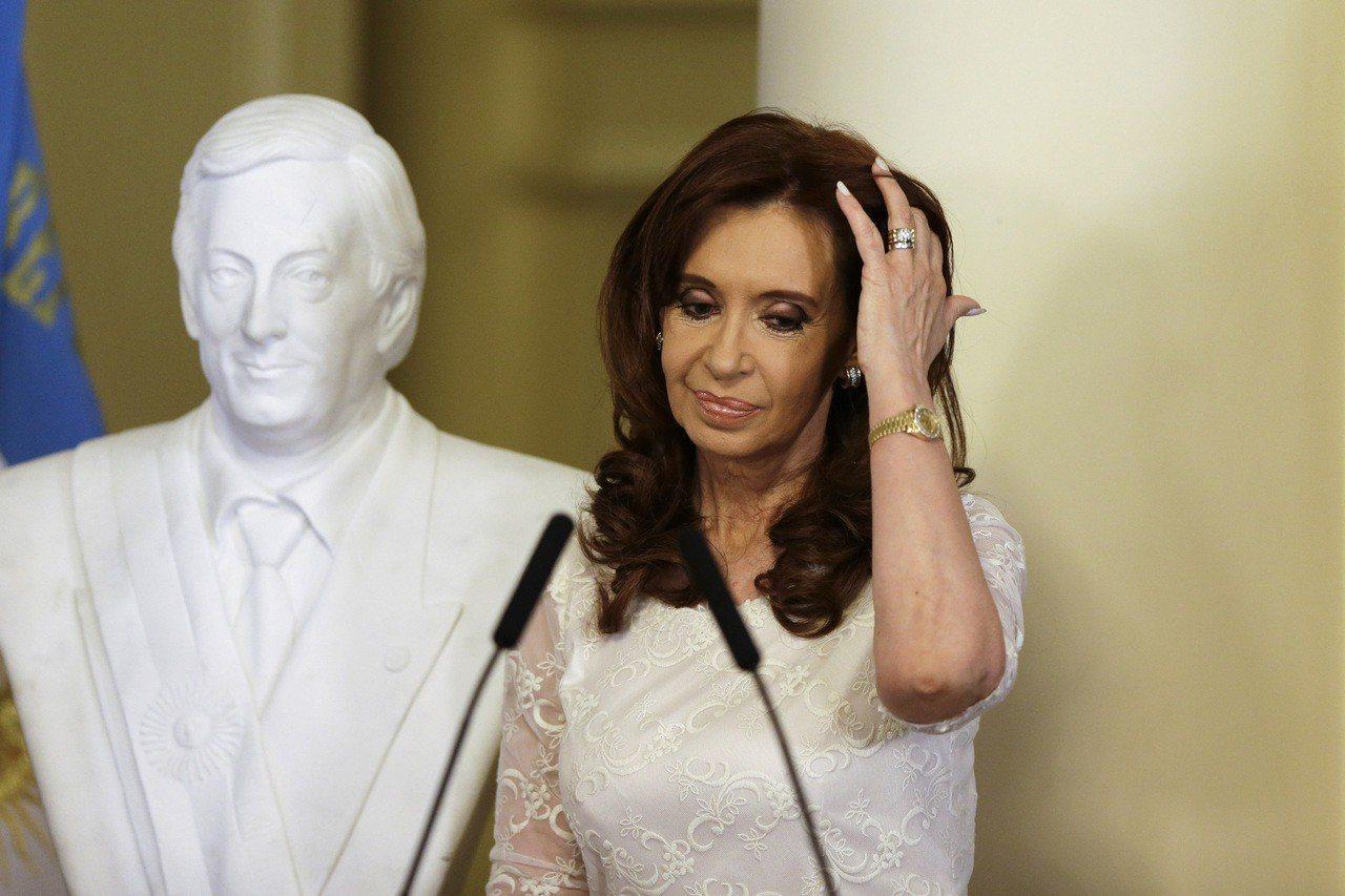 阿根廷前總統費南德茲日前因叛國罪名遭到法官逮捕。 美聯社