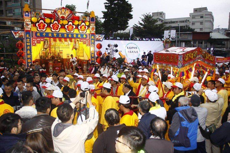 紅壇接駕是青山王遶境很強烈的民俗特徵,也可以說是一大特色。 圖/聯合報系資料照