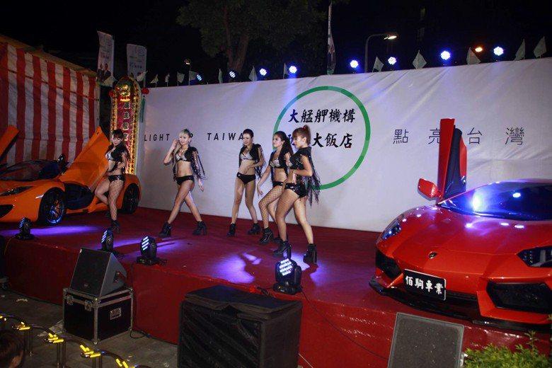 除了辣妹我們或許可以共同思考還有甚麼表演能夠豐富台灣民間信仰又能融入社會生活? 圖/作者自攝