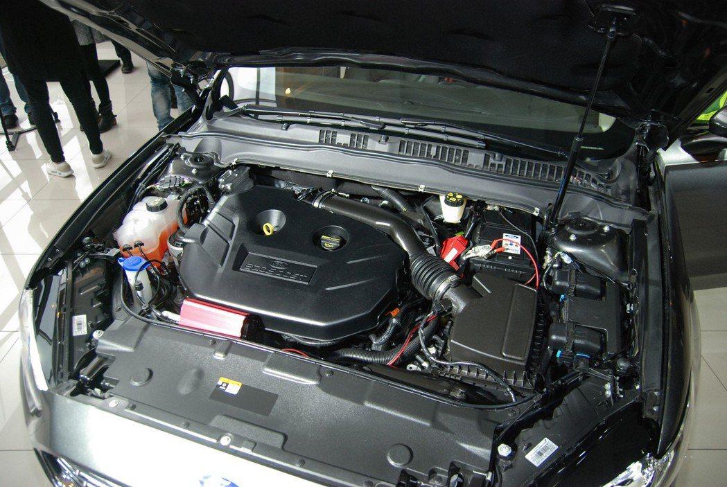 此次導入的 Mondeo Wagon 為單一 EcoBoost ® 240 汽油型,在 SelectShift 六速手自排的傳遞下,動力表現為 240 匹/35.2公斤米,平均油耗可達 10.9 公里。 記者林鼎智/攝影