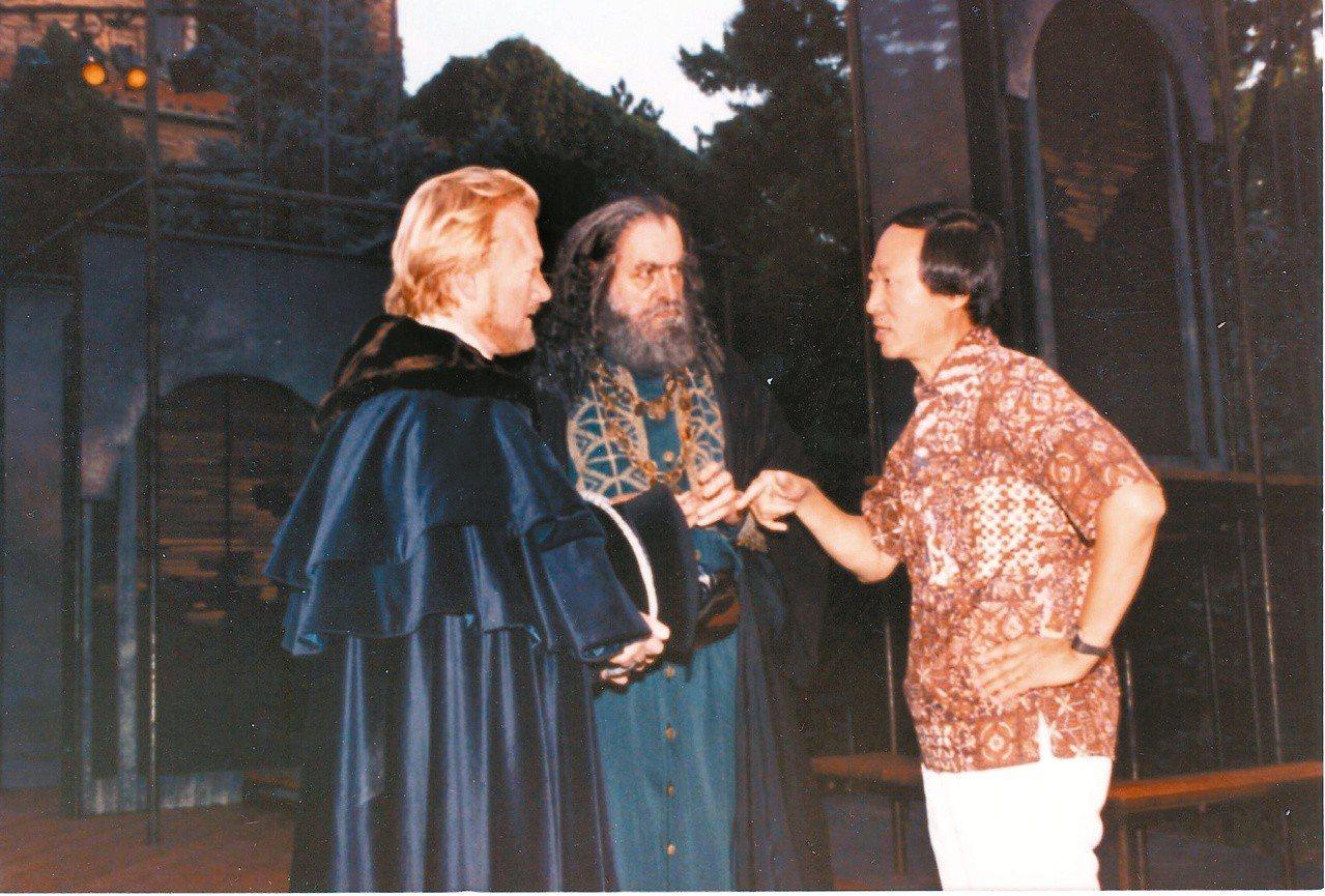 英文莎劇The Merchant of Venice兩位主角與作者討論某一重要片...