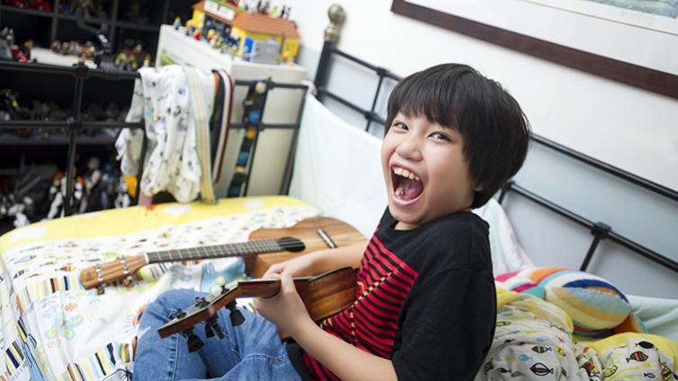 10歲的馮羿以烏克麗麗表演,在亞洲達人秀上大放異彩,也拿過大大小小的烏克麗麗比賽...