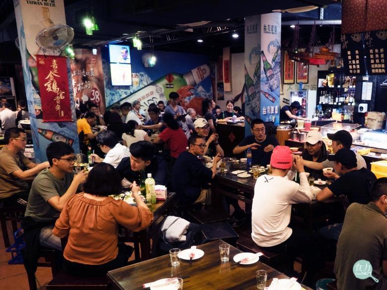 熱炒是台灣飲食文化的縮影,多樣化的菜色反映出台灣人充滿彈性與靈活多變的個性,歡聚...