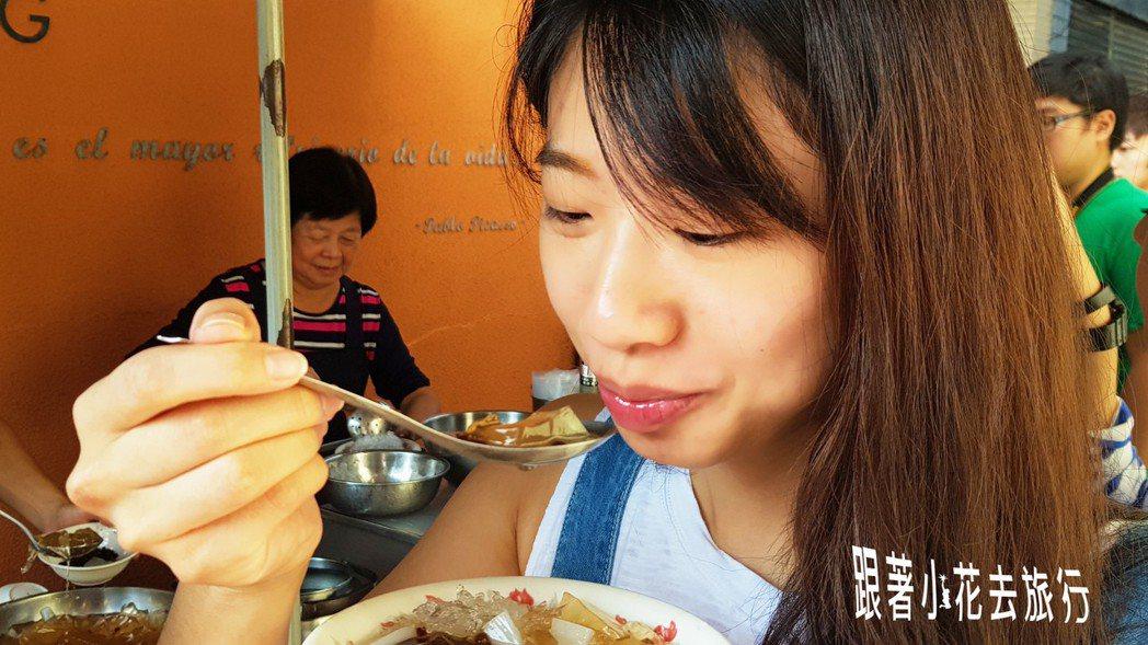 到台南怎麼能不吃好吃的小吃呢 小花。吳成夫