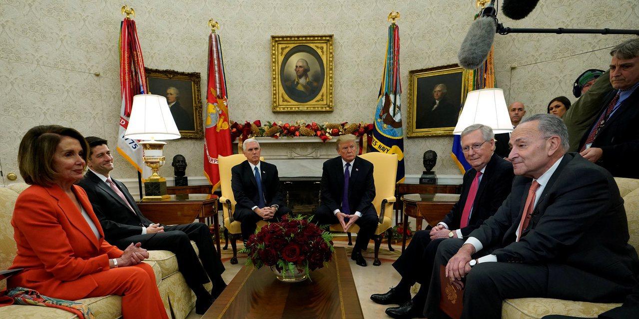 國會領袖與總統川普會面後,通過為期兩周的權宜法案,使聯邦政府暫免關門。(路透)