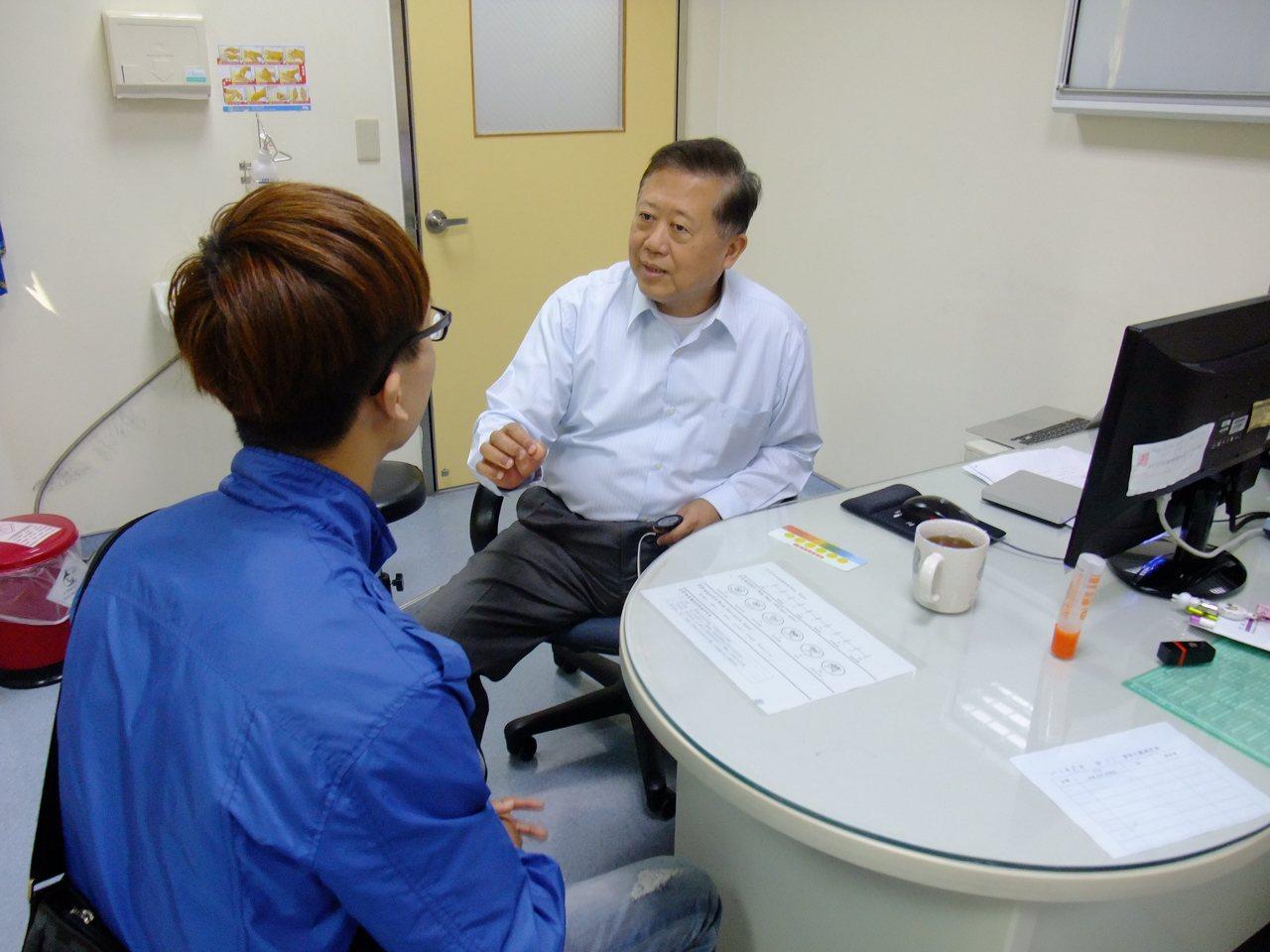 童綜合心臟權威醫師魏崢,讓心內膜炎孕婦在孕程中施行手術置換二尖瓣膜,最後成功保全...