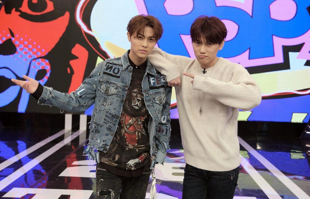 邱勝翊(左)、邱宇辰。圖/八大提供