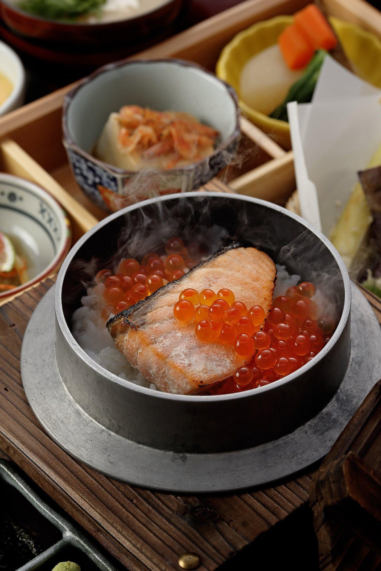 鮭魚親子釜飯御膳。圖/鳥丈爐端燒提供