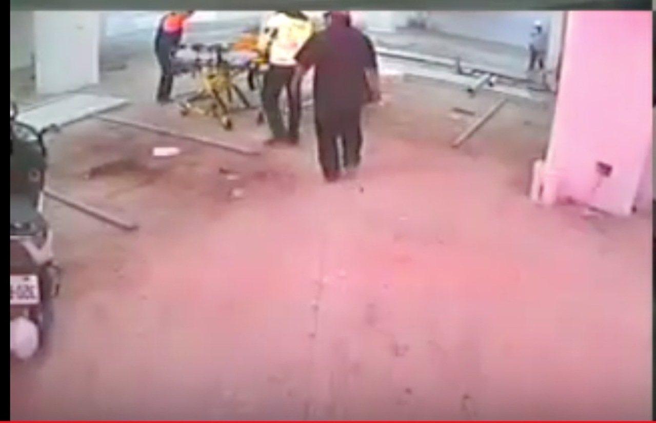台中市北屯區祥順東路的一棟大樓工地今早傳出墜樓意外,一名工人送醫前已死亡。記者陳...