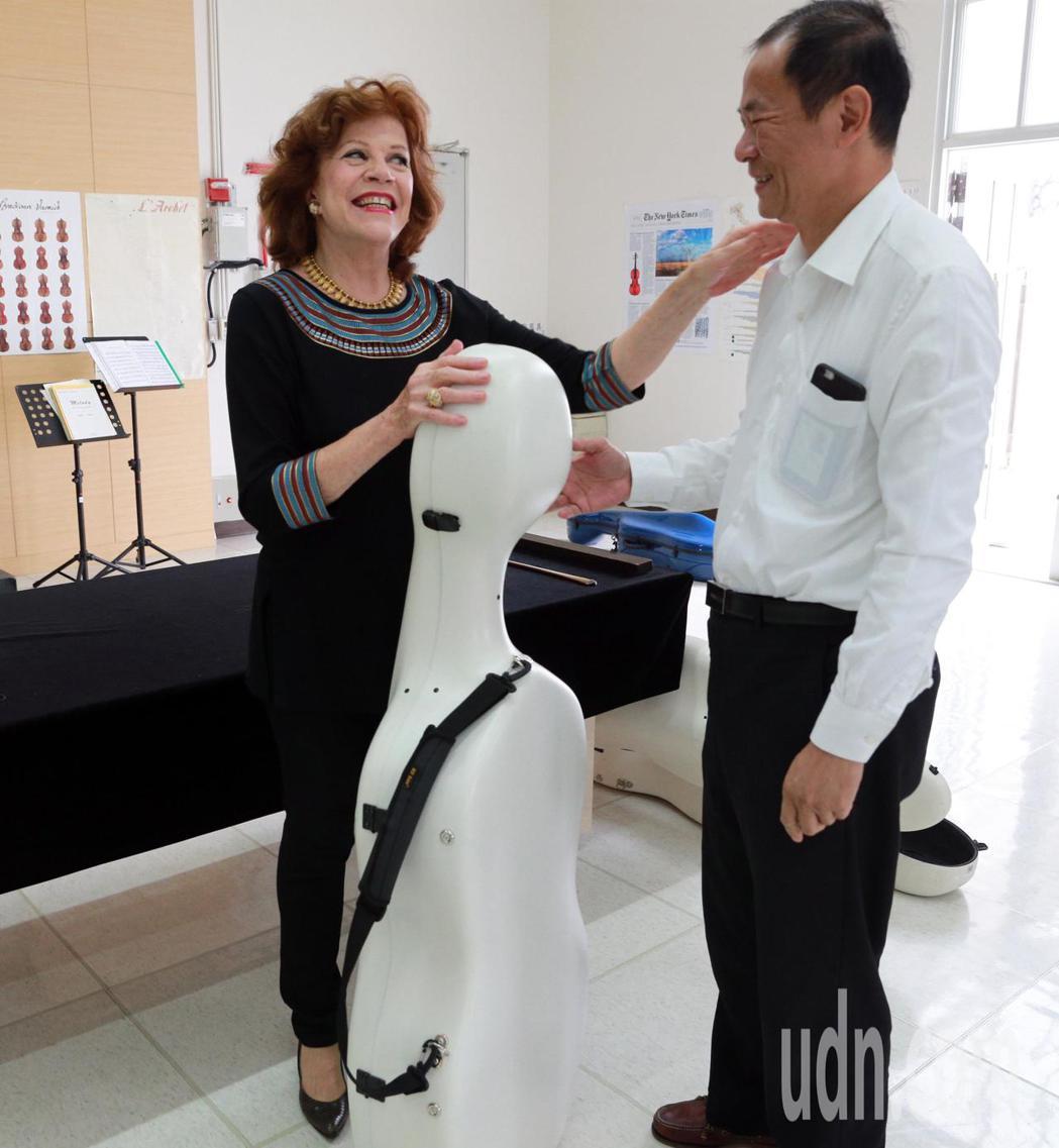 西方樂壇享有「大提琴女神」美稱的瓦列芙斯卡,睽違3年再度來台獻技,今特地到奇美博...