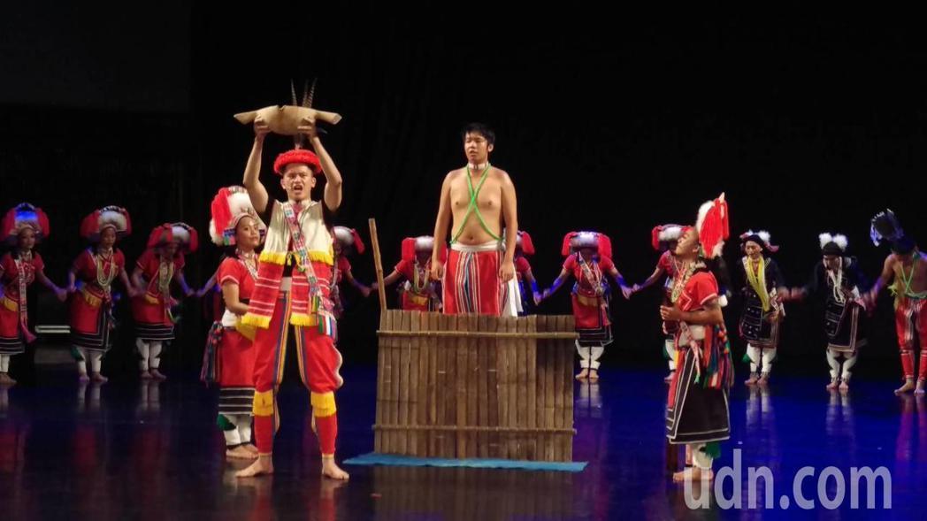 原住民文化園區以「大港口之冬」為慶祝30年的壓軸大戲。記者翁禎霞/攝影