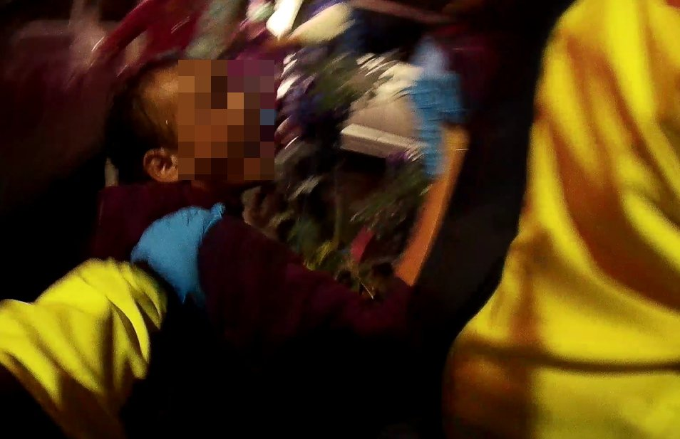 新北市樹林區25歲林姓男子破口大罵,並起身對救護人員揮拳。記者陳雕文/翻攝